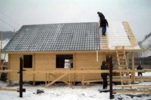 montazh-krovli-zimoj